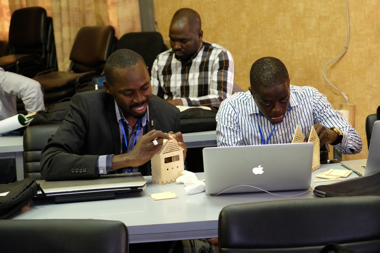 """Les responsables de Fablabs d'Afrique de l'Ouest ont appris à animer, de manière autonome, le MOOC """"S'initier à la fabrication numérique"""" de l'IMT."""